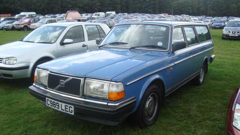 1985_Volvo_240_2_3_GL_Estate_(14830240640).jpg