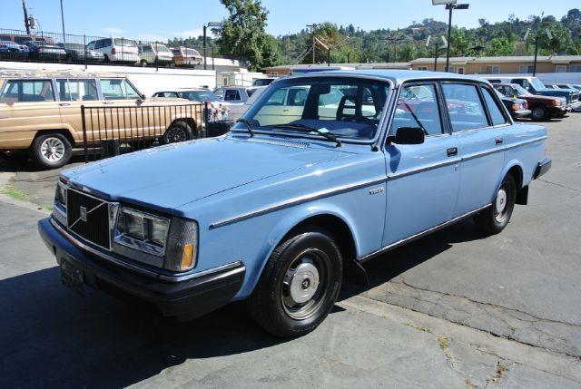 volvo-240-1983-2.jpg